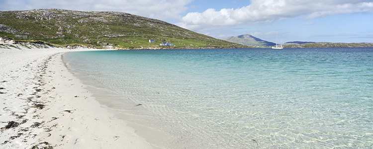 de_0013_scotland - White sandy beach of Vatersay, Outer Hebrides, Scotland